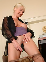 Hot blonde Wendy Jayne is getting wet and wild